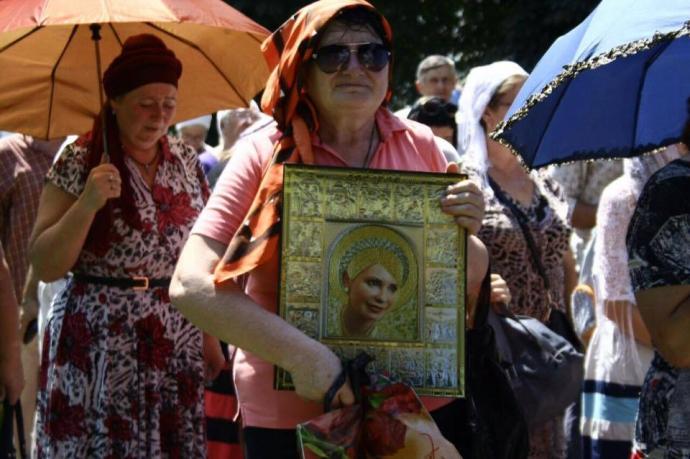 Ікона Тимошенко на хресній ході розжарила соцмережі: опубліковано фото (1)