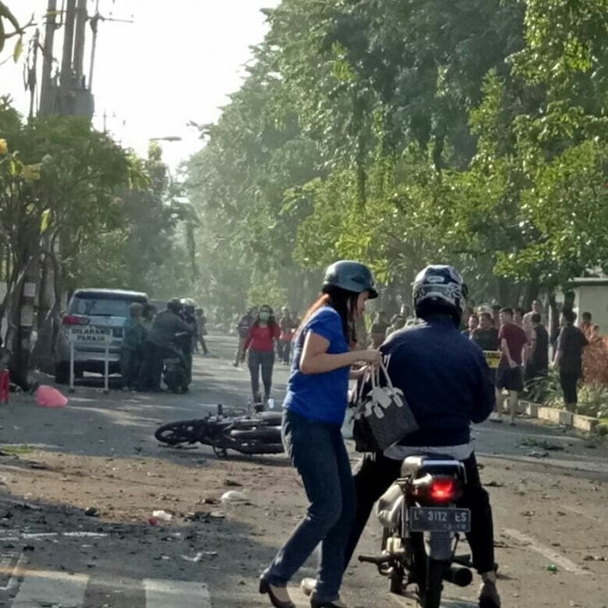 У церквах Індонезії сталася серія терактів, багато поранених і загиблих: з'явилися моторошні фото і відео (1)