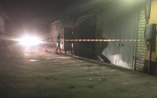 В Киеве мужчину расстреляли в его собственном гараже: появилось видео с места
