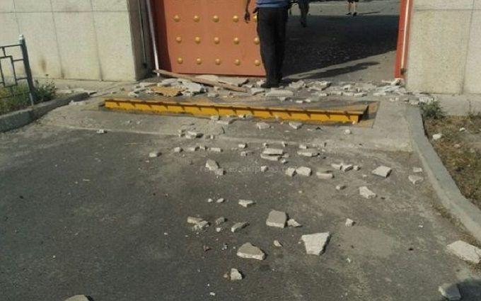 Атака смертника на посольство Китаю в Бішкеку: з'явилося відео наслідків