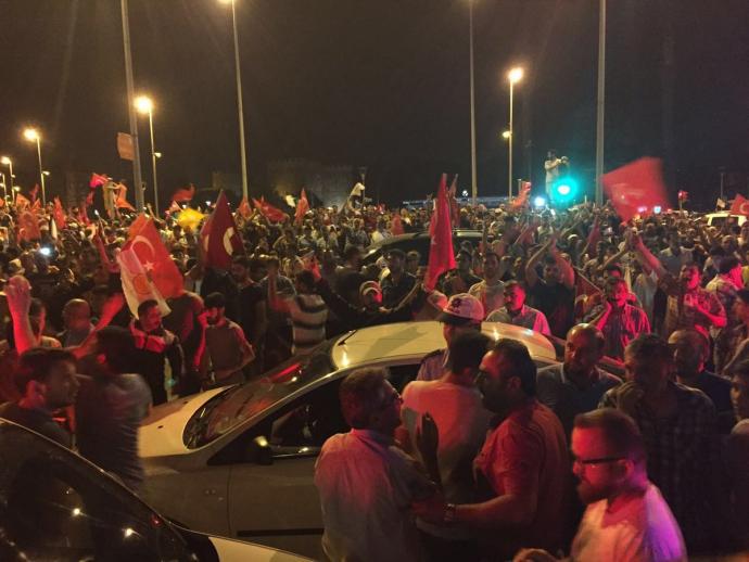 Провальний військовий переворот в Туреччині: хроніка подій, подробиці, найяскравіші фото та відео (19)