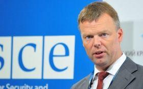 Ухудшение ситуации на Донбассе: Хуг срочно едет в зону ООС