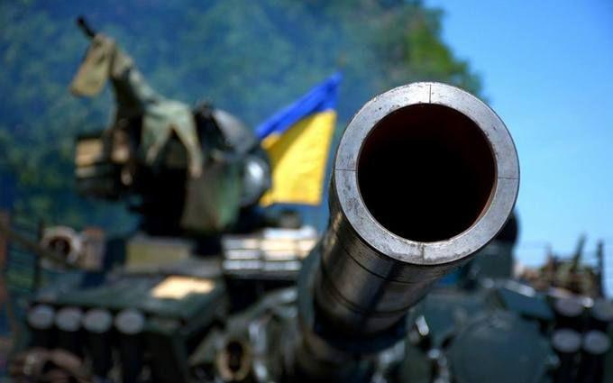 Яскравий феєрверк: в мережі показали відео, як ЗСУ знищують військову техніку бойовиків на Донбасі