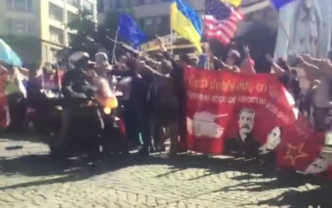 Байкеров Путина освистали в центре Праги: появилось видео