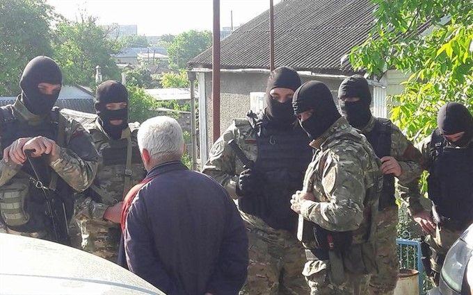 Російські силовики у Криму проводять масові обшуки у активістів: відомі шокуючі подробиці