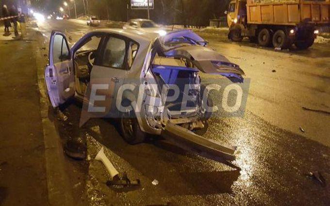 В Киеве произошло пьяное ДТП с грузовиком, есть пострадавшие: появились фото