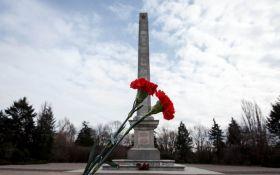 Кладовище радянських солдатів осквернили в Європі: стали відомі подробиці