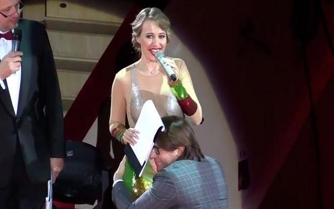 Малахов прокоментував свій поцілунок в живіт Собчак