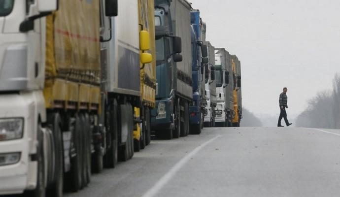 Российские фуры из Беларуси  блокируют на Житомирщине