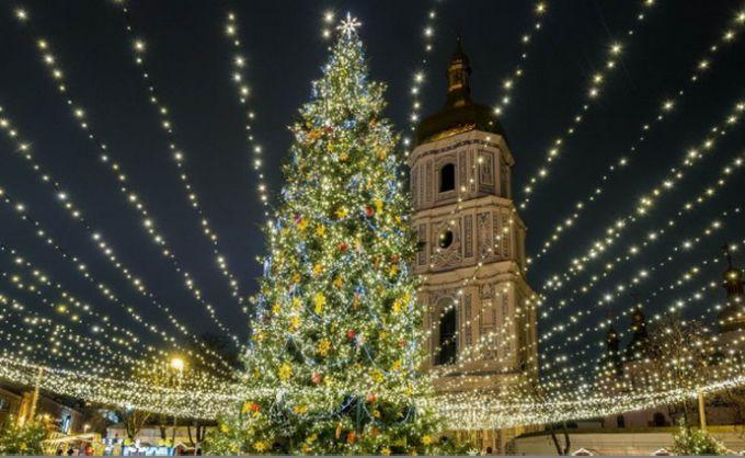 Как встречали Новый год-2018 в Киеве: появилось завораживающее видео с высоты