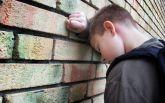 Российские школьники жестоко избивают мальчика за его украинские корни: появилось жуткое видео