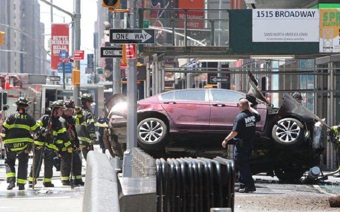 У Нью-Йорку автівка влетіла у натовп пішоходів: постраждало близько 20 осіб, одна людина загинула