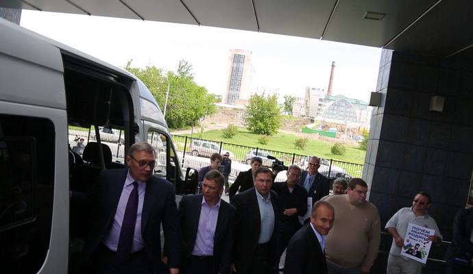 Перед конференцией во Владимире Касьянова закидали яйцами