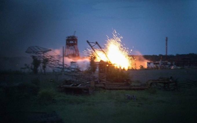 Обстрілюють з десяти точок одразу: з'явилося відео з найгарячішої ділянки АТО
