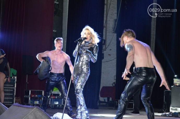 Українська співачка виступила в прифронтовому Маріуполі: з'явилися фото і відео (2)