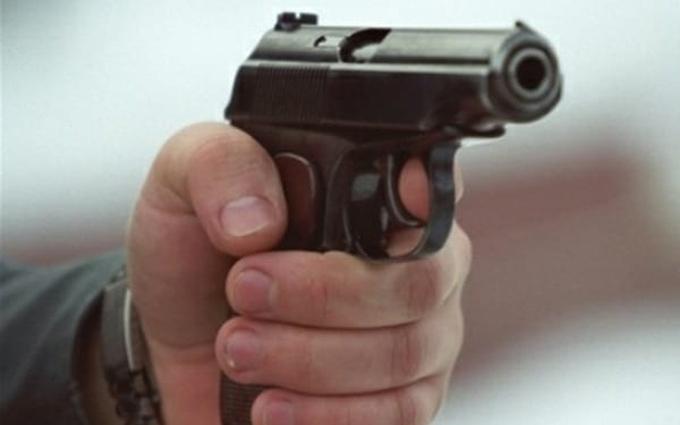У Києві чоловіка застрелили прямо біля квартири