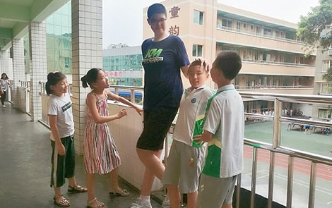СМИ показали самую высокую в мире девочку - впечатляющие фото (1)