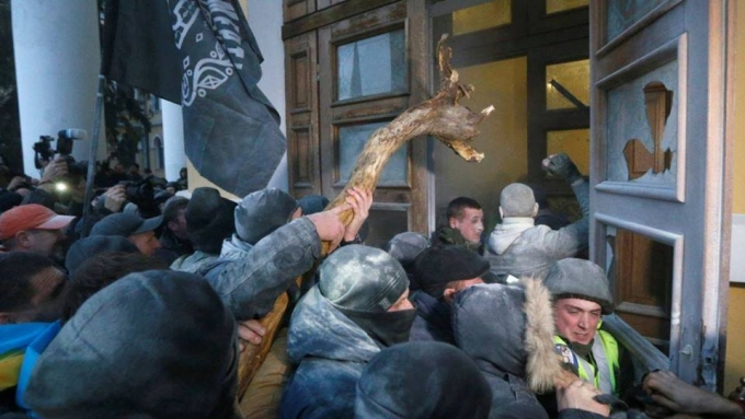 Нацгвардія назвала число потерпілих під час штурму Жовтневого палацу: опубліковані фото (1)