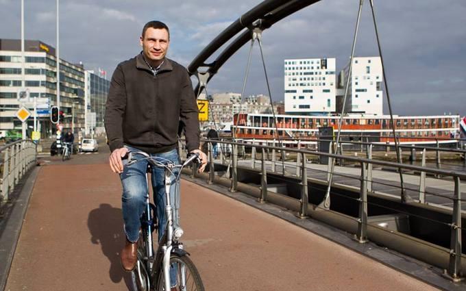 Кличко на велосипеде покатался по Амстердаму: опубликованы фото