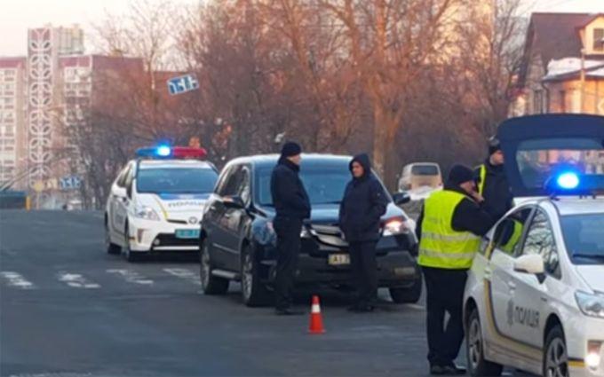 ВКиеве вседорожный автомобиль напереходе сбил 3-х школьниц