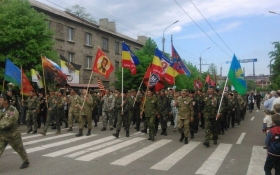 Бойовики на Донбасі відзначили День перемоги під прапором нацистів: фото конфузу