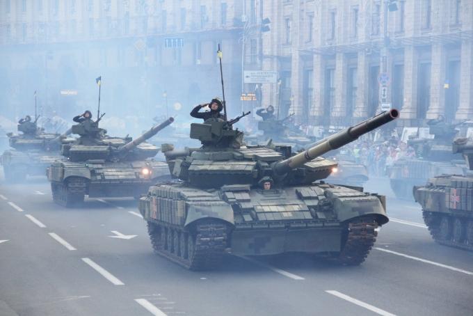 Ракеты, танки и авиация: опубликованы зрелищные фото и видео репетиции парада в Киеве (8)