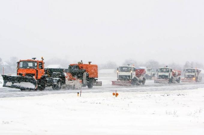 Киев накрыл мощный снегопад: появились фото и видео (3)
