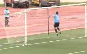 Африканский голкипер забил самый смешной автогол в истории футбола: видео курьеза
