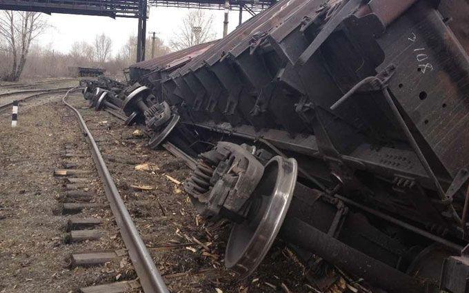 ВоЛьвове столкнулись два поезда, срельсов сошли 8 товарных вагонов