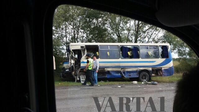 Пасажирський автобус на Львівщині потрапив у ДТП, є загиблі: з'явилися фото (1)