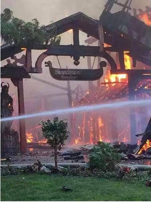 У найбільшому парку розваг Німеччини сталася потужна пожежа: опубліковані фото і відео (1)