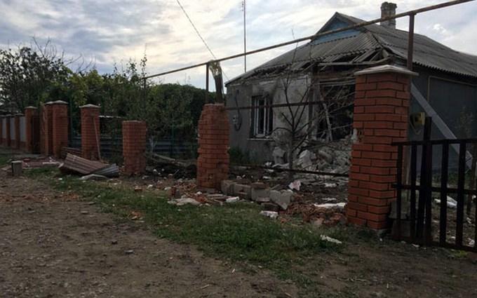Бойовики ДНР обстріляли селище і поранили дитину: з'явилися фото
