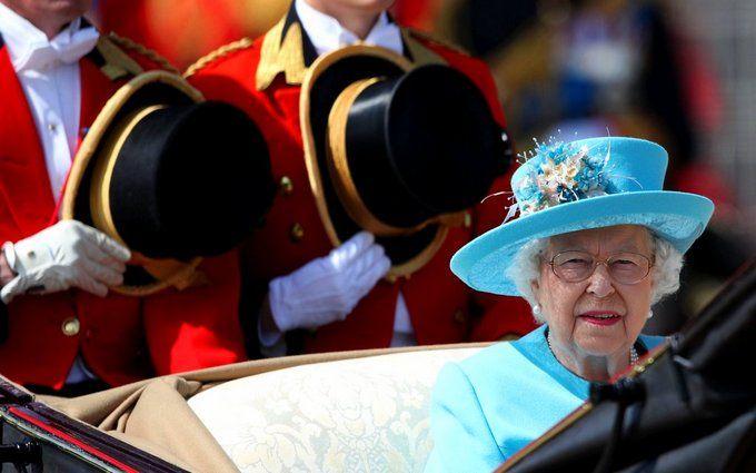 Королева Великої Британії Єлизавета II святкує другий день народження: опубліковані яскраві фото