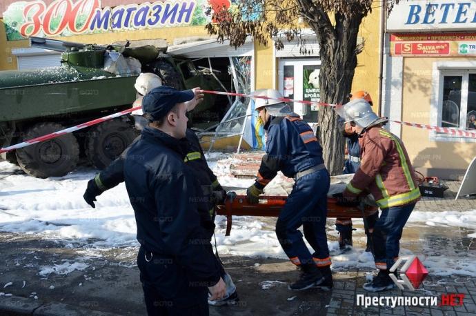 В Николаеве произошло смертельное ДТП с военным бензовозом: появились фото и видео (3)