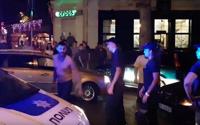 У Миколаєві п'яні молодики на Mercedes влаштували дебош з бійкою: з'явилися фото і відео