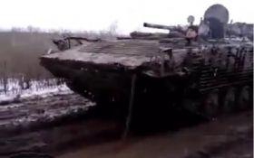 Не дороги, а болото: сеть впечатлило видео с передовой на Донбассе