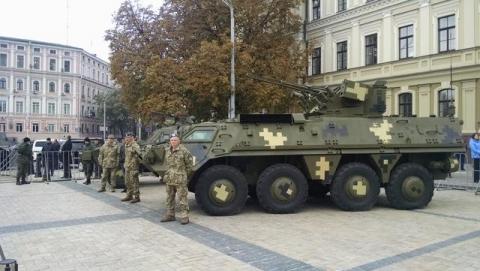 На Михайлівській площі у Києві відкрилась виставка сучасних озброєнь (12 фото) (8)