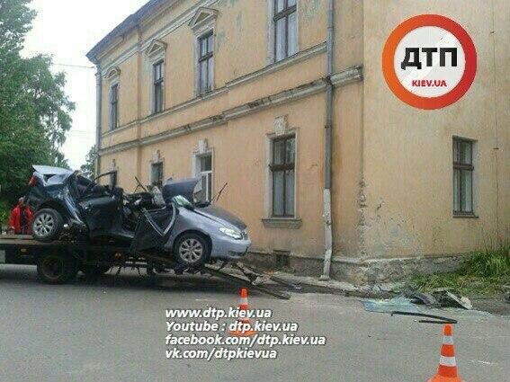 У страшній ДТП на Львівщині загинули три людини: з'явилися фото (1)