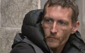 Бездомный, который помогал пострадавшим в теракте в Манчестере, стал героем соцсетей: появилось видео