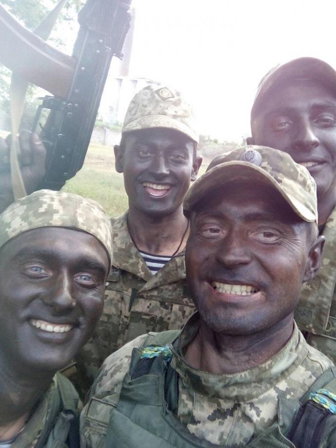 Американські найманці на Донбасі: соцмережі насмішило нове фото (1)