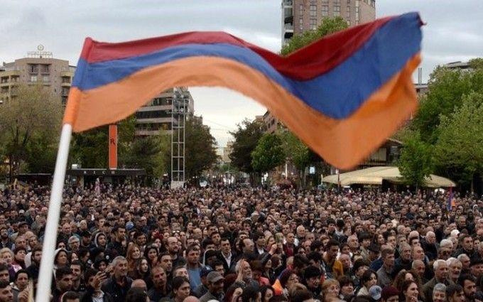 Протесты в Ереване: слезоточивый газ и десятки пострадавших