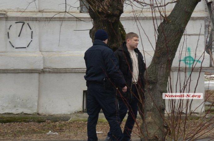 В Николаеве крупный полицейский чин разъезжал пьяным: опубликованы фото и видео (6)