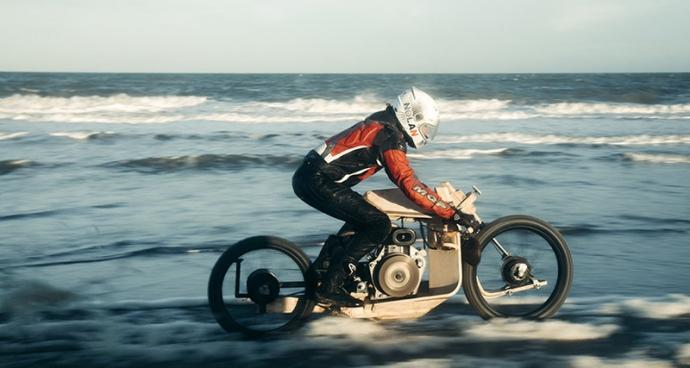 В Европе создали необычный мотоцикл, работающий на топливе из водорослей: появились фото и видео (1)