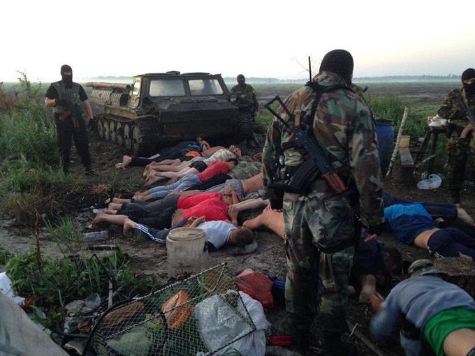 Бурштинові війни: Аваков виклав фото захопленої бронетехніки