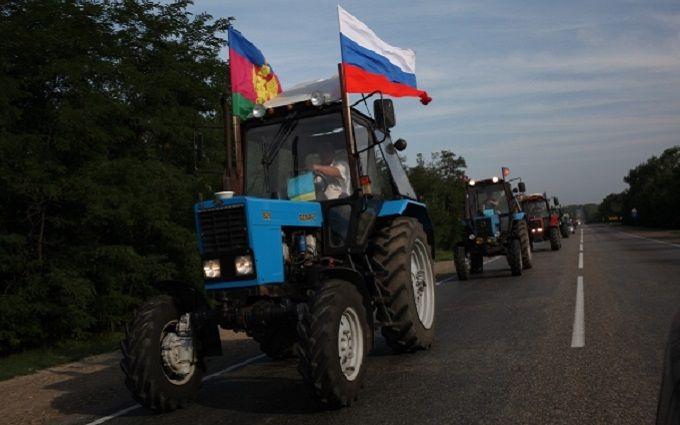 У Путіна радикально вчинили з фермерами, які їхали до нього на тракторах: з'явилося відео