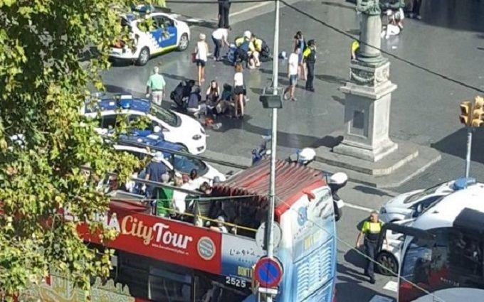 В Барселоне совершен теракт, есть погибшие: появились фото и видео