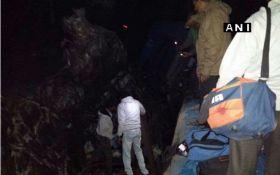 Крушение поезда в Индии: десятки погибших, около сотни раненых