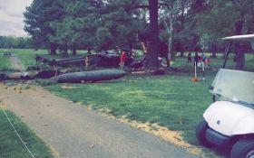 В США на поле для гольфа разбился военный вертолет: опубликованы фото и видео