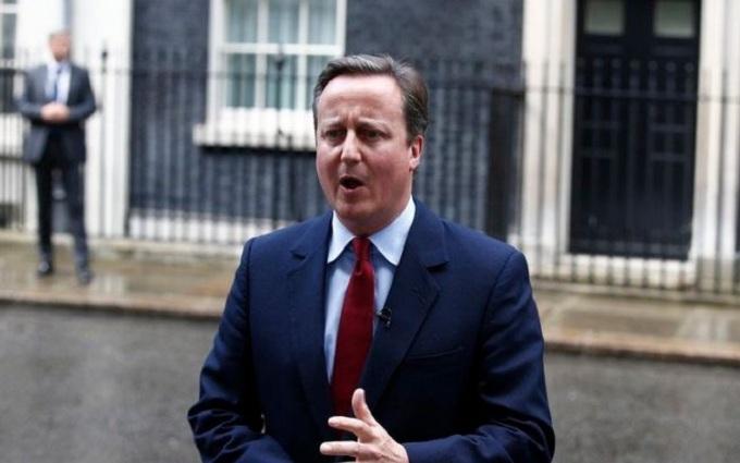 Наспівуючий під ніс британський прем'єр спантеличив соцмережі: опубліковано відео