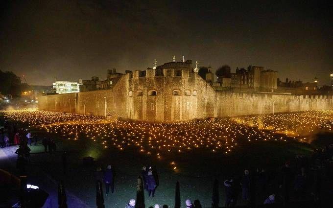 На честь закінчення Першої світової в Лондоні запалили тисячі вогнів: вражаючі фото і відео